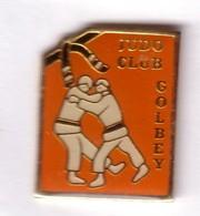 C60 Pin's JUDO CLUB GOLBEY VOSGES Achat Immédiat - Judo