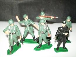 FIGURINES STARLUX ARMEE ALLEMANDE - Militaria