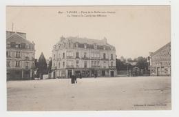 AC608 - VANNES - Place De La Halle Aux Grains - La Poste Et Le Cercle Des Officiers - Vannes