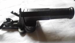 PETIT CANON EN FONTE  ET FER (Déposé) - Equipment