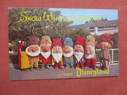 Snow White  & Friend   Disneyland Ref  3865 - Disneyland