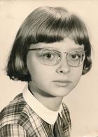 Grande Argentique Jeune Fille Adolescente Avec Lunettes Coiffure Col Girl Frange - Persone Anonimi