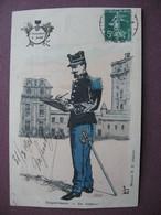 CPA Illustrateur MILITAIRE UNIFORME Régiment CHASSEURS A PIED  Sergent Major Au Rapport 1908 ARMEE SOLDAT Dorures - Uniforms