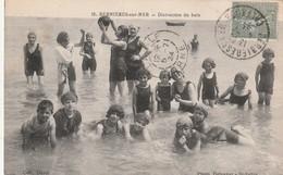 14 Bernieres Sur Mer. Distraction Du Bain - France