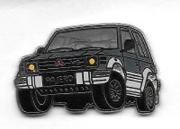 Pin's  Automobile  MITSUBISHI  PAJERO  V 8  Vert  Foncé  Signé  BALLARD - Mitsubishi
