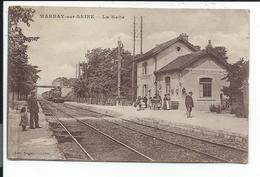10 Marnay Sur Seine,la Halte,gare , Train,locomotive à Vapeur - Estaciones Con Trenes
