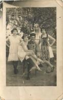 Carte Photo D'un Zouave Médaillé Entouré De Sa Famille - Jeunes Femmes En Nuisette - Tunisie ? - Guerre 1914-18