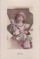 CARTE FANTAISIE. CPA  COLORISÉE BRILLANTE . FILLETTE ET  SA POUPÉE  . ANNÉE 1916 + TEXTE - Scènes & Paysages