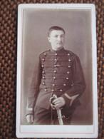 CDV  DINAN - Portrait Militaire Gradé - Dragon ? Artilleur ?  8 Sur Col - Photo Guyot, Dinan - BE/TBE - Guerre, Militaire