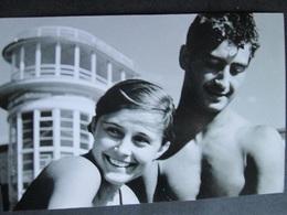 YOUNG COUPLE, JEUNE COUPLE - Persone Anonimi