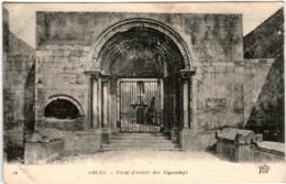 61kks 947 CPA - ARLES - PORTE D'ENTREE DES ALYSCAMPS - Arles