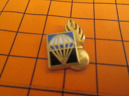 1219 Pin's Pins / Beau Et Rare : Thème MILITARIA / INSIGNE PARACHUTE+ GRENADE GENDARMERIE Par BOUSSEMART - Militaria