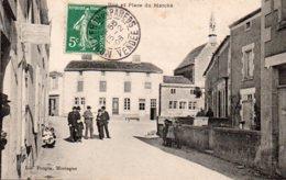 Mouilleron En Pareds : Rue Et Place Du Marché - Mouilleron En Pareds
