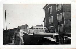 Photo Originale Femme Posant Avec Une Torpédo B2 De 1924, Moteur 4 Cyl. De Marque Citroën Vers 1930/40 - Automobiles