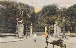 Belgique - Bruxelles - Employé De La Ville Devant L'Entrée Du Palais Royal - Couleurs - Old Professions