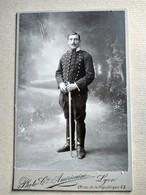 CDV Format CABINET - Militaire Du 2 ème Régiment De Dragons - Sabre - Photo Cie Américaine, Lyon - BE- - War, Military
