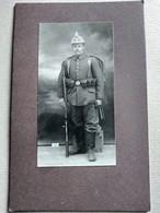 CDV Format CABINET - Soldat Allemand Casque à Pointe - Fusil - 46 Sur Casque - Guerre 14/18 -  TBE - Guerre, Militaire