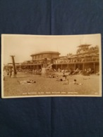 (U1) Brighton : Sun Bathing, Black Rock Bathing Pool.(Brighton: Bain De Soleil, Piscine De Roche Noire). - Brighton