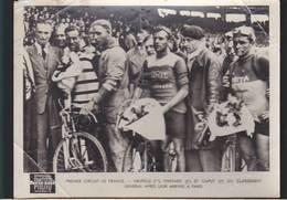 Cyclisme Vélo / Photo Paris-soir / Circuit De France, Neuville, Thietard, Caput, Arrivée à Paris / Voir état - Ciclismo