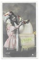 Paques Fillette Poupée Sortant D' Un Oeuf Le Normand Photo Série N° 1040 - Games & Toys