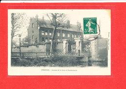 80 PERONNE Cpa Avenue De La Gare Et Gendarmerie Edit Loyson - Peronne