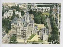 Evreux : La Cathédrale Vue Aérienne, Ancien évêché Aujourd'hui Musée, Boulevard Chambeaudoin (cp Vierge N°28744 Vierge - Evreux