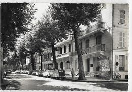 VICHY Reine Des Villes D'eaux. Boulevard De Russie. Hôtel De Séville. La Cigogne 03.310.262, Cpsm GF - Vichy