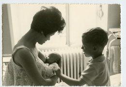 Enfant Kid Boy Garçon Femme Woman Breastfeeding Allaitement Sein Intimiste Superbe Bebe Nouveau Né Maternité Mère Mum - Personnes Anonymes