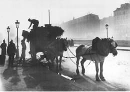 75 - PARIS ( Série Paris 1900 ) Le Ramassage Des Ordures Par Les Eboueurs ... CPSM Photo Noir Grand Format 1970/80's - Lotti, Serie, Collezioni