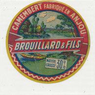 X 62 / ETIQUETTE  FROMAGE -CAMEMBERT   BROUILLARD & FILS   30 %   FABRIQUE  EN ANJOU - Cheese