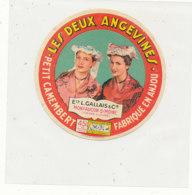 X 84 / ETIQUETTE  FROMAGE  PETIT  CAMEMBERT   LES DEUX ANGEVINES  L. GALLAIS  MONTFAUCON S/ MOINE  FABRIQUE EN ANJOU - Fromage