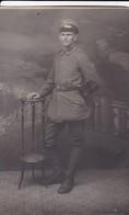 AK Foto Deutscher Soldat Im Atelier - Wildenfels 1918 (46946) - Guerra 1914-18