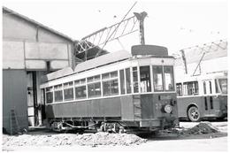 Tramway De Perpignan (66) Motrice N°33 Au Dépôt (1950). - Tramways