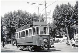 Tramway De Perpignan (66) Motrice N°14, Dans Les Rues  De Perpignan (1950). - Tramways