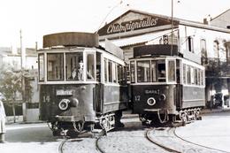 Tramway De Perpignan (66) Place De La Gare (1950). Motrices N°14 Et N°17. - Tramways