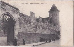 89. AUXERRE. La Gendarmerie Et La Vieille Tour - Auxerre