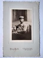Photo Ancienne Cartonnée WW1 - Portrait Militaire Brassard CROIX-ROUGE - 8 Sur Col - Photo Lyon - BE - Guerre, Militaire