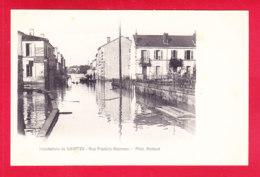 F-17-Saintes-96A02 Inondations De Saintes,  Rue Frédéric Mestreau, Cpa BE - Saintes