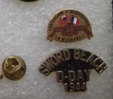 2 PIN'S DEBARQUEMENT NORMANDIE 1944      DDDD   150 - Armee