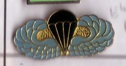 E41 Pin's  PARACHUTISME PARACHUTE Achat Immédiat - Paracadutismo