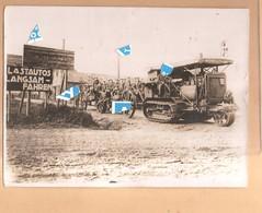 Persfoto 1918  Engelse Soldaten Met Tractor Holt 75 Te Ledegem Station Gare Laadplaats 1914 1918 - Ledegem