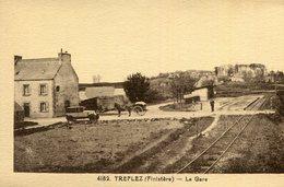 TREFLEZ - La Gare Petit Attelage Croisant Un Joli Véhicule - Autres Communes