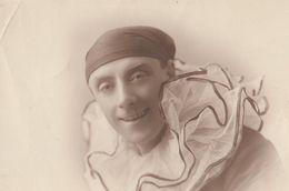 French Pierrot Clown With Headscarf Antique Postcard - Postkaarten