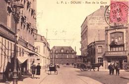 CPA  : Douai  (59) Rue De La Gare   Café à L'horloge,  Patisserie   Voyagée  Animation   Ed Pollet N°4 - Douai