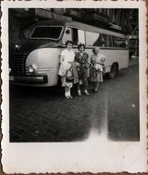 Petite Photo Originale Insolite Mini Bus, Bus, Autocar, Combi & Ses Pin-Up Vers 1950 - Auto's