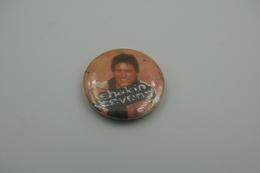 Vintage BUTTON: SHAKIN STEVENS  *** - 1 INCH - Speld - Epingle - Badge - Pinback - RaRe - ORIGINAL 1980's - Pin's