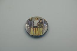 Vintage BUTTON: KING *** - 1 INCH - Speld - Epingle - Badge - Pinback - RaRe - ORIGINAL 1980's - Pin's