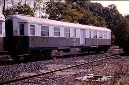 Photo Diapo Diapositive Slide Train Wagon Locomotive Fourgon SNCF De Service Classé Z à Montargis En 10/1990 VOIR ZOOM - Dias