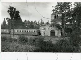 PHOTOGRAPHIE. LOIRE. CHAMBOEUF. Train Autorail Et Abbaye Chapelle  De Jourcey - Places