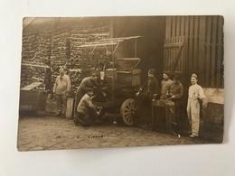 Photographie Ancienne Groupe De Personnes Non Identifiées (ouvriers & Soldats) - Personnes Anonymes